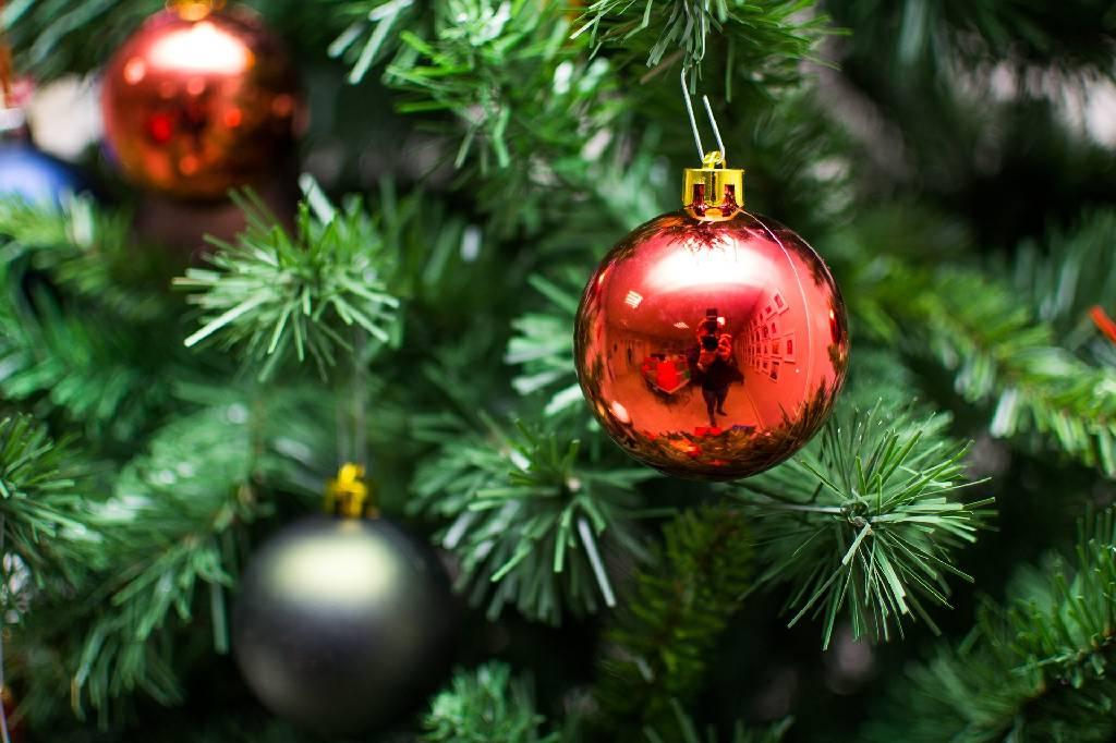 Detail umělého vánoční stromku