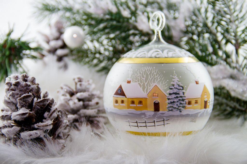 Skleněná ručně malovaná vánoční ozdoba