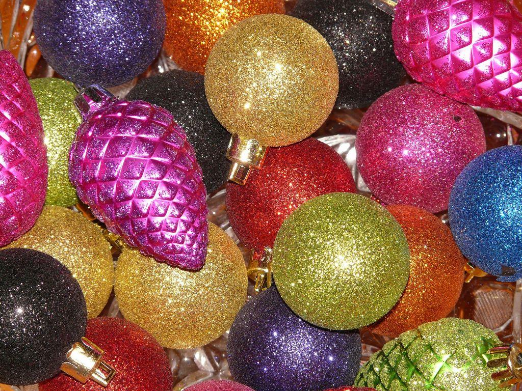 Skleněné vánoční ozdoby různých tvarů