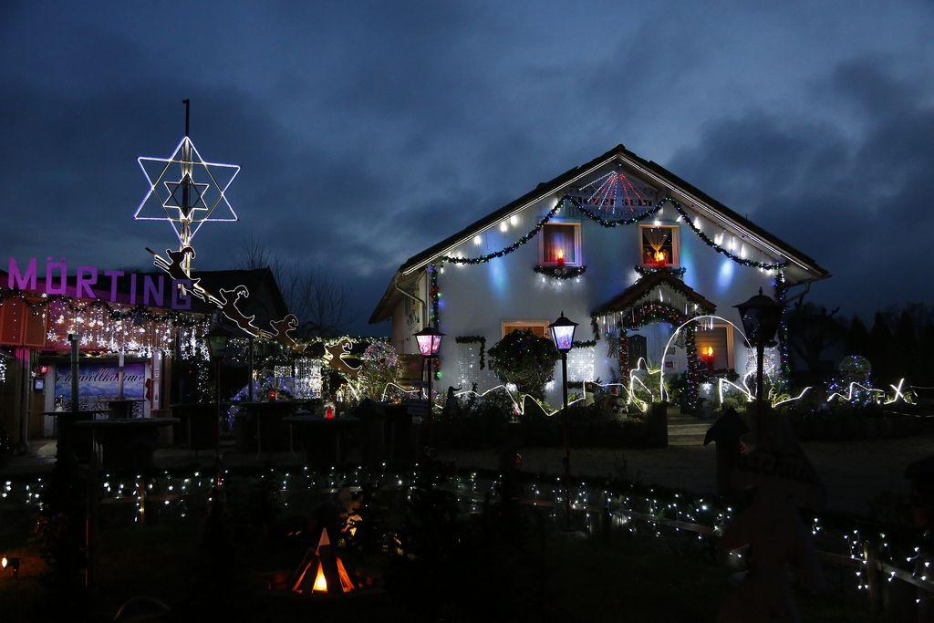 Venkovní vánoční osvětlení na domě